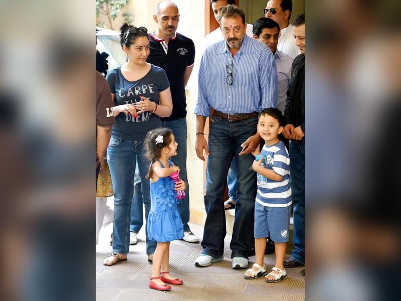 Bollywood actor Sanjay Dutt with wife Manyata and kids before leaving for Yerawada Jail after the end of his two weeks' furlough, in Mumbai. (PTI photo)