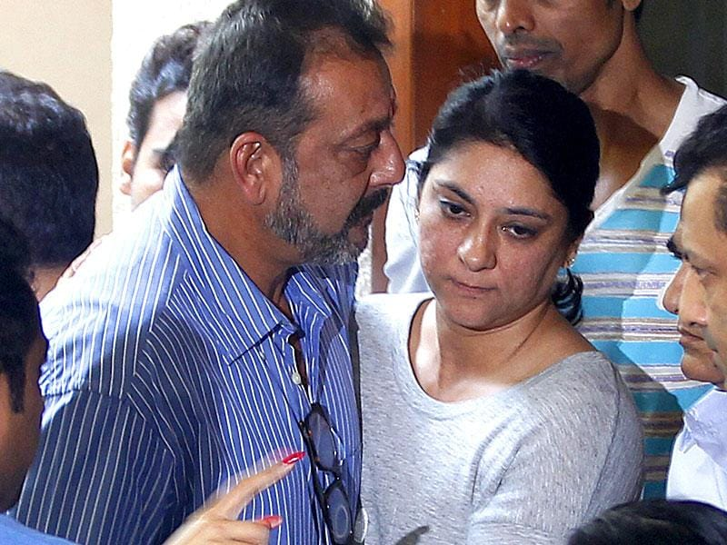 Priya Dutt hugs brother Sanjay Dutt as he leaves for Yerawada Jail after the end of his two weeks' furlough by the state prison authorities in Mumbai, India, on Thursday, January 8. (Photo by Vijayanand Gupta/ Hindustan Times)