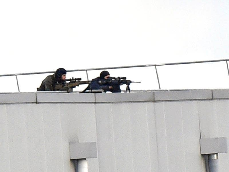 Police marksmen take up a position on a roof in Dammartin-en-Goele, north-east of Paris, where two the suspects had held one person hostage as police cornered the gunmen before killing them. (AFP photo)