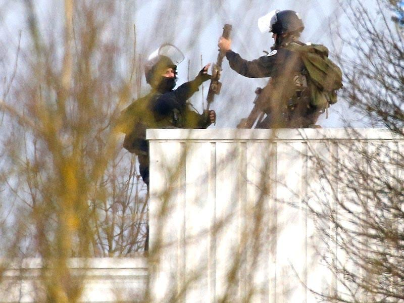 French special forces handle arms as they take position on a rooftop of the complex at the scene of a hostage taking at an industrial zone in Dammartin-en-Goele, northeast of Paris. (Reuters)