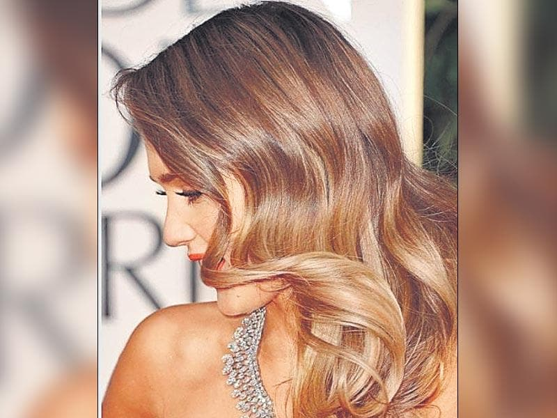 This colouring style looks best on loose curls or bohemian tousled tresses. Take Jessica Alba's hand-coloured hair for instance!