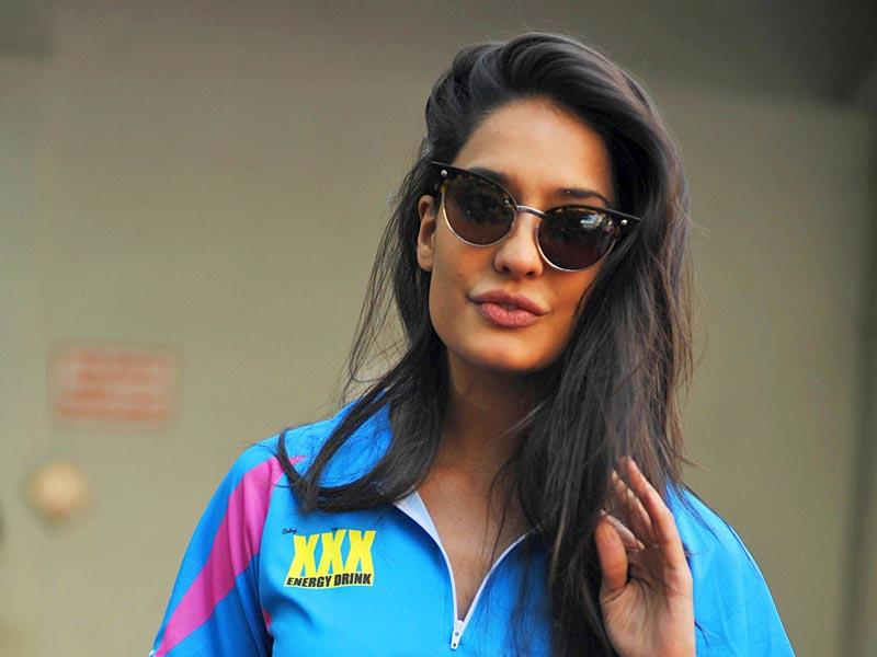 Lisa Haydon at the Celebrity Cricket League (CCL) season five in Mumbai on January 10, 2015. (AFP Photo)
