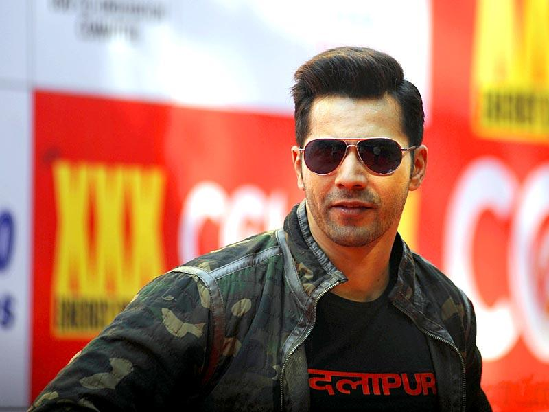 That's getting starry! Varun Dhawan during the Celebrity Cricket League (CCL) season five in Mumbai on January 10, 2015. (AFP Photo)
