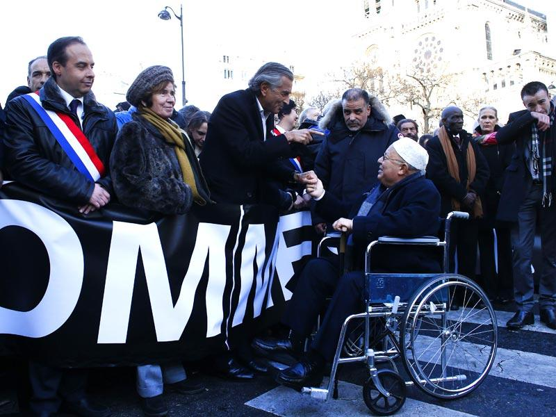 "French writer Bernard Henri-Levy (C, L) talks with the Rector of Paris' Mosque Dalil Boubakeur next to Nazi Hunter Beate Klarsfeld (2ndL) during a Unity rally ""Marche Republicaine"" in Paris. (AFP photo)"