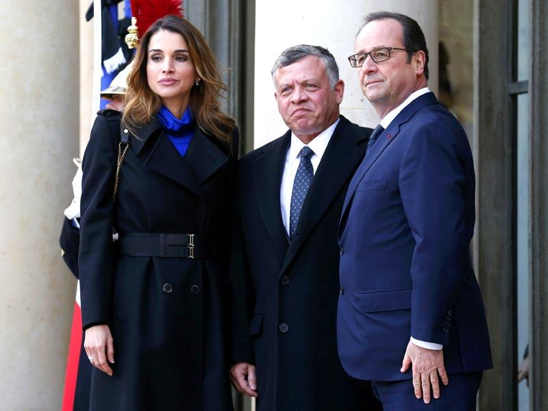 French president Francois Hollande welcomes Jordan's King Abdullah (C) and his wife Queen Rania (L) at the Elysee Palace before attending a solidarity march (Marche Republicaine) in the streets of Paris. (Reuters)