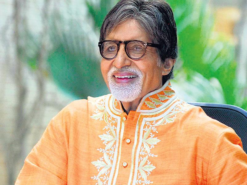 Big B recently posted a link to his new song Piddly from Shamitabh, on Facebook and Twitter. While many could look at his act as a way to promote the film, not many know that the prime idea behind the post was to fight music piracy. (Prodip Guha)