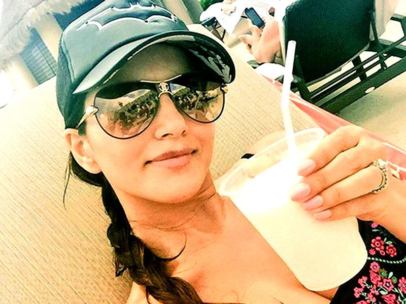 Sunny Leone enjoys a pinacolada during her exotic Mexican holiday. (Courtesy: Twitter)