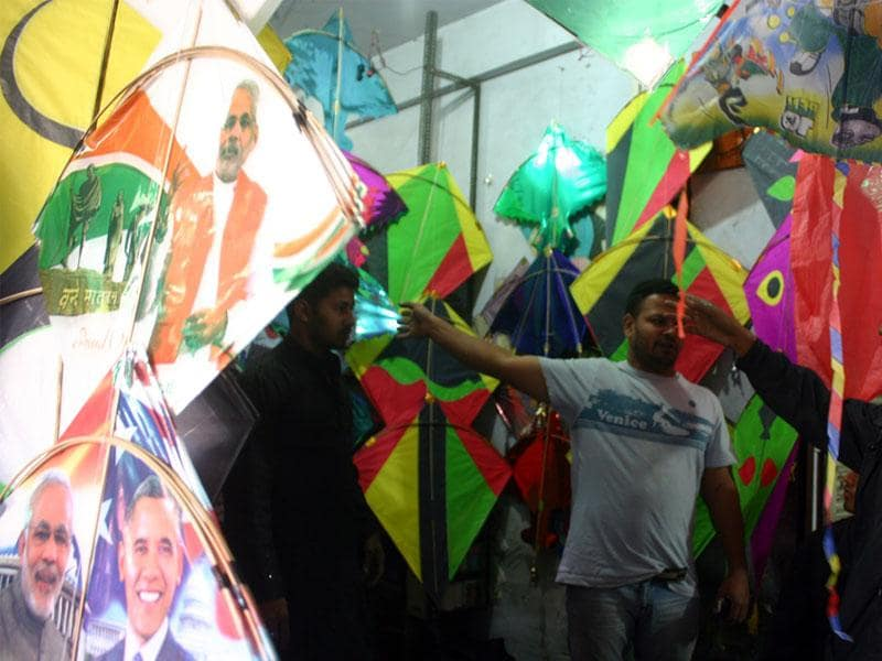 Kite lovers purchase kites at a market in old Bhopal on the eve of Makar Sankranti. (Bidesh Manna/HT photo)