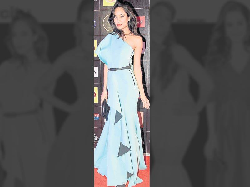 Lisa Haydon sporting a chic, skin-baring gown.