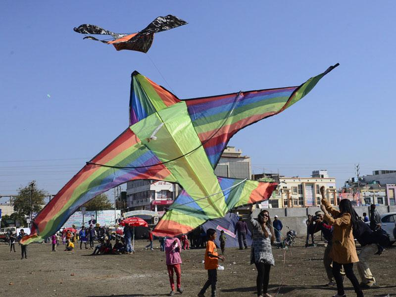 Youngsters enjoy kite flying on Makar Sankranti at Kolar Road in Bhopal on Wednesday. (Mujeeb Faruqui/HT photo)