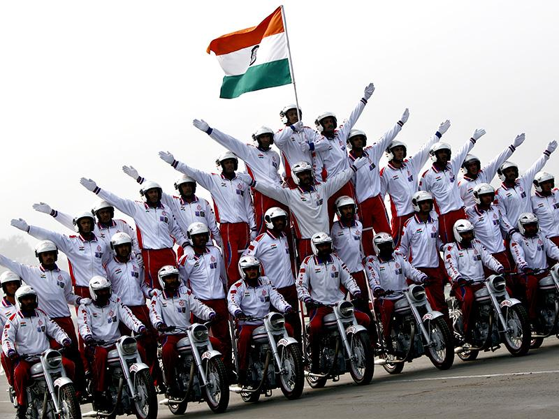 Indian soldiers perform a stunt on motorcycles during the Army Day parade in New Delhi. (HT photo)