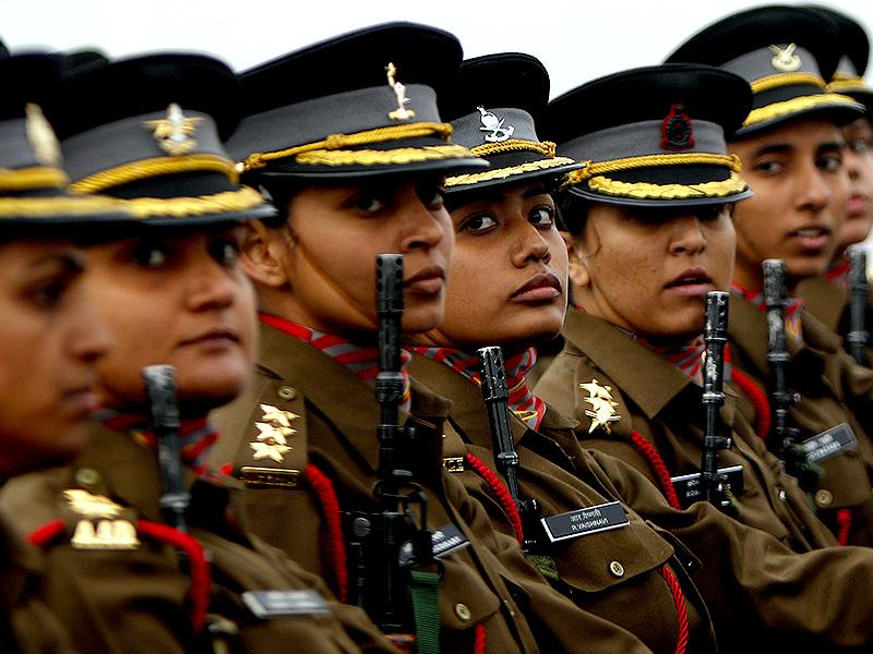 Female Indian Army officers march during the Army Day parade in New Delhi. (HT photo)