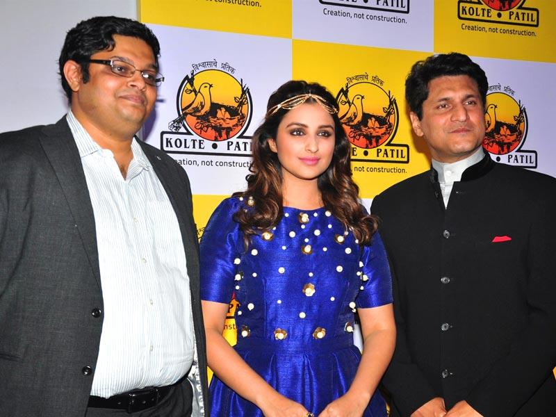 Sujay Kalele, CEO, Kolte-Patil Developers Ltd, Bollywood actor Parineeti Chopra and host Rajiv Makhni during the launch of KPDL Mobile App - Customer Connect and Partner Connect in Mumbai, on Jan. 16, 2015. (Photo: IANS)
