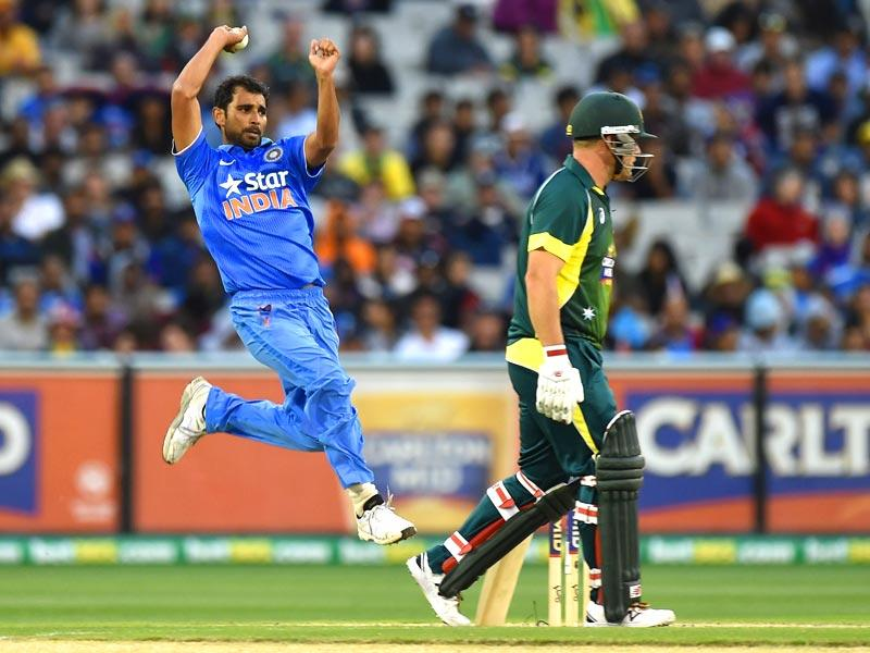 India's Mohammed Shami bowls during the one-day international (ODI) cricket match between Australia and India at the Melbourne Cricket Ground. (AFP photo)