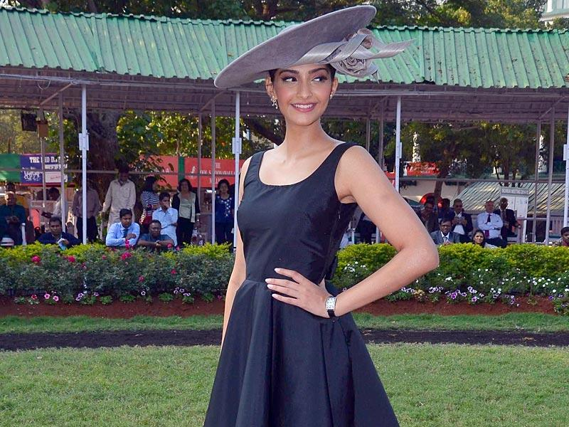 Sonam Kapoor during the annual Mid-Day Trophy 2015 at Mahalaxmi race course in Mumbai. (IANS Photo)