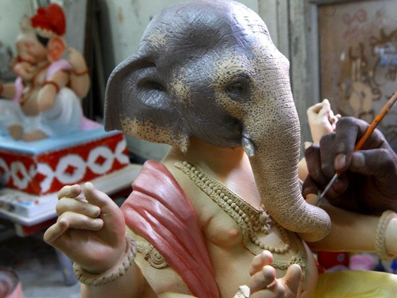 Artist Vishal Shinde and his team give final touches to the Ganesh idols ahead of the Maghi Ganesh festival in Mumbai.(Anshuman Poyrekar/HT photo)