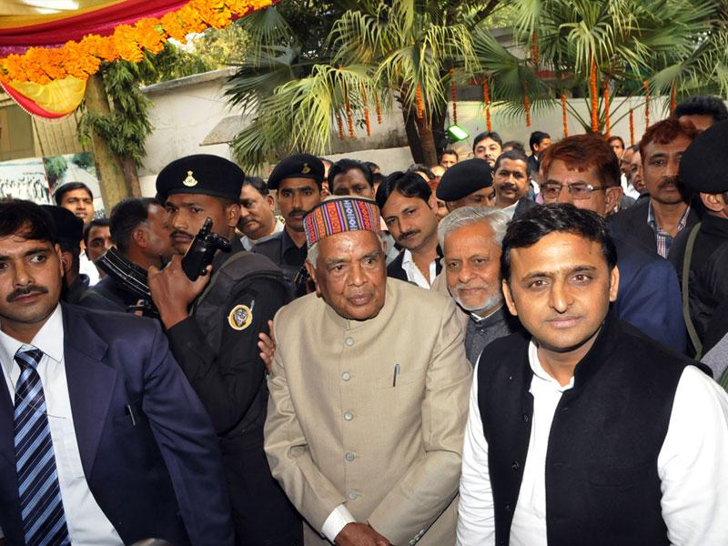 Uttar Pradesh chief minister Akhilesh Yadav at home minister Babulal Gaur's residence to attend his grandson's wedding in Bhopal on Tuesday. (Praveen Bajpai/HT photo)