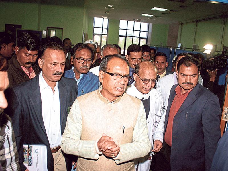 MP chief minister Shivraj Singh Chouhan inspects the wards during the foundation day ceremony of All India Institute of Medical Sciences, in Bhopal on Tuesday. (Bidesh Manna/HT photo)