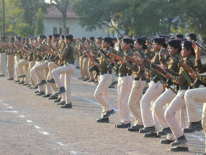 Indore police rehearse for Republic Day parade at Mahesh Guard Line in Indore on Tuesday. (Shankar Mourya/HT photo)