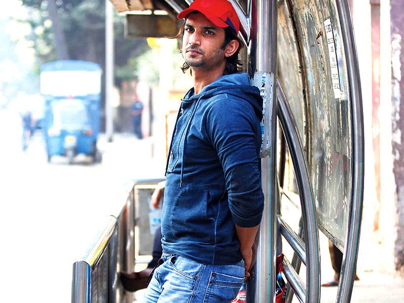 Sushant Singh Rajput strikes a pose at a bus stand near a tea stall that he used to frequent when he was waiting for his big break and doing theatre. (Photo: Vidya Subramanian/HT)