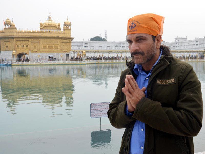 "Bollywood actor Pavan Malhotra paying obeisance at Golden Temple during the promotion of their upcoming Punjabi movie ""Eh Janam Tumhare Lekhe"" in Amritsar on Thursday. Sameer Sehgal/HT"