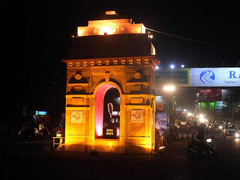 A replica of India Gate erected at Regal Square in Indore for Republic Day celebrations. (Shankar Mourya/HT photo)