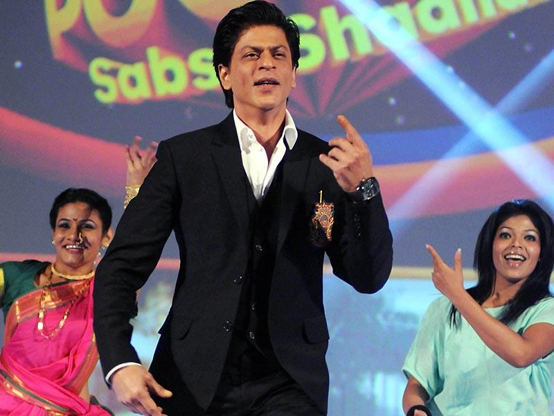 In the air! Shah Rukh Khan during the launch of the new Hindi general entertainment television channel, &TV and its flagship show 'Poochega – Sabse Shaana Kaun' in Mumbai on January 21, 2015. (AFP Photo)
