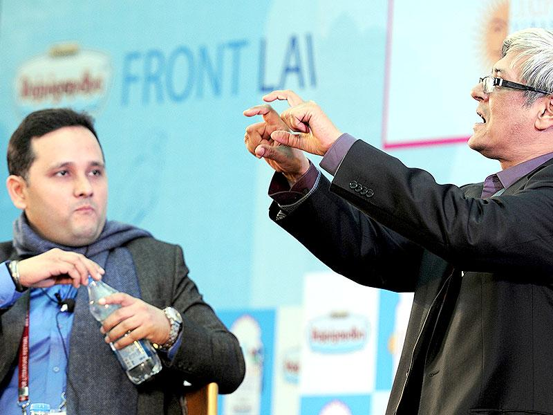 Amish Tripathi and Bibek Debroy at session on the Conflict of Dharma in the Mahabharata during a session at JLF 2015. (Photo: Mohd Zakir / Hindustan Times)