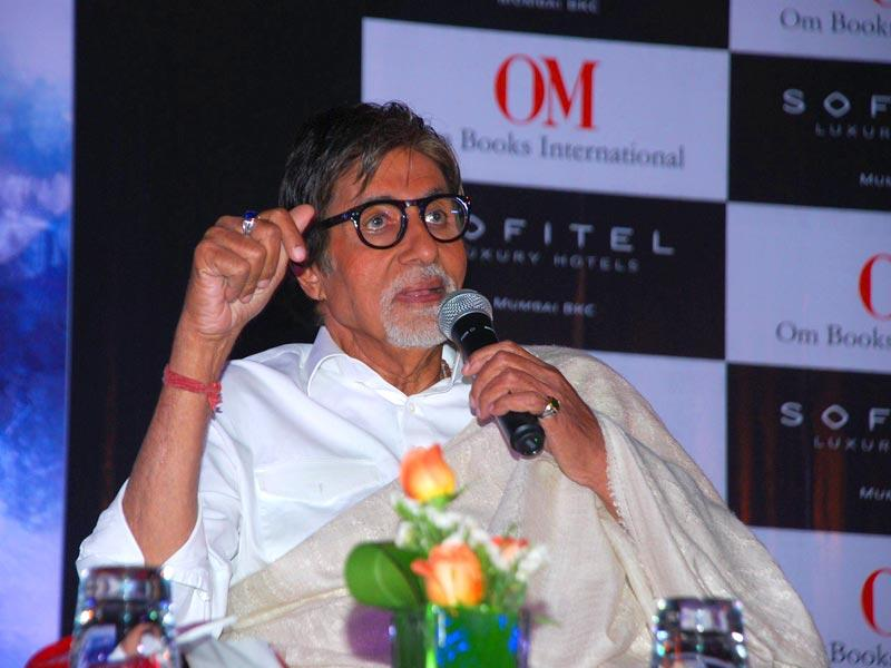 Amitabh Bachchan addresses the media before he signs off for the day. (IANS)
