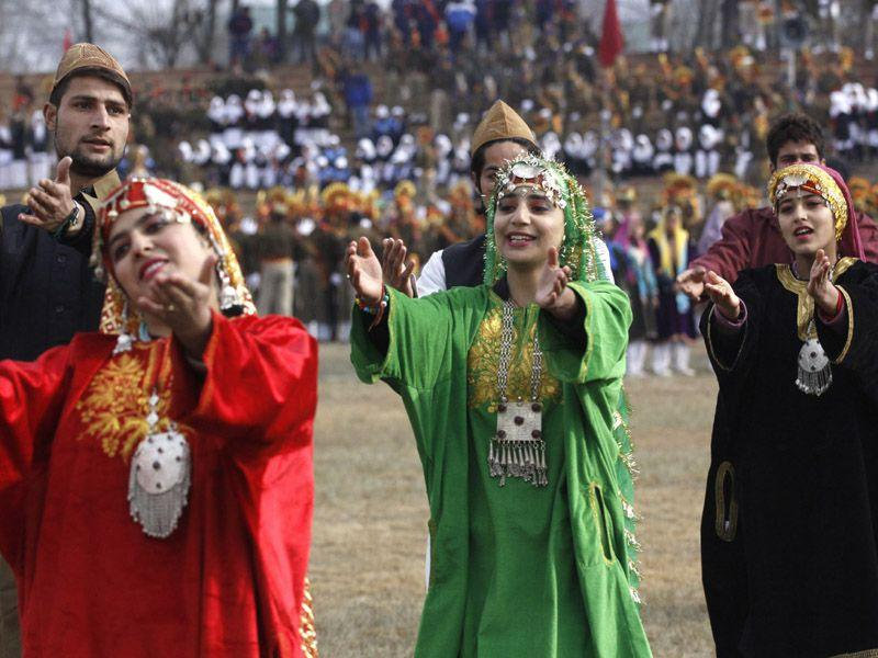 Kashmiri artists perform during the full dress rehearsal for the Republic Day parade in Srinagar on Saturday. Waseem Andrabi/HT