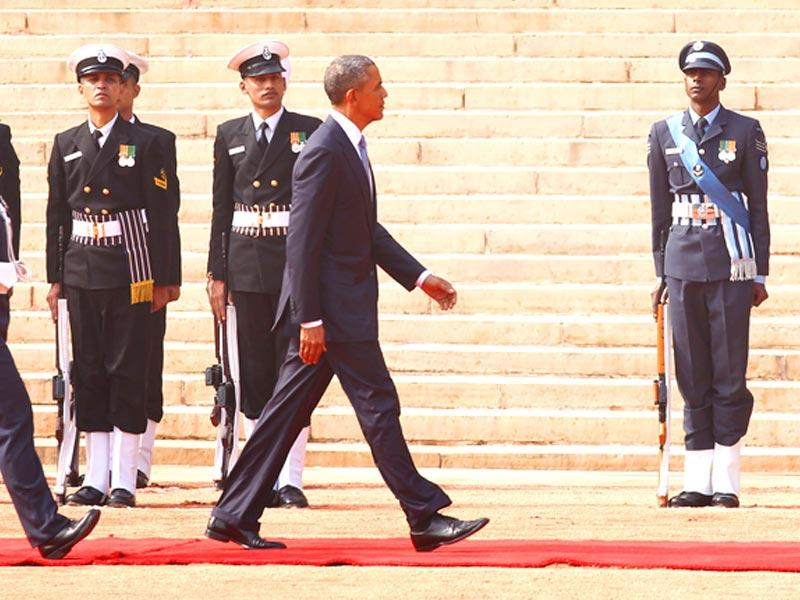 US President Barack Obama inspects guard of honour at Rashtrapati Bhavan, in New Delhi. (Ajay Aggarwal/HT Photo)
