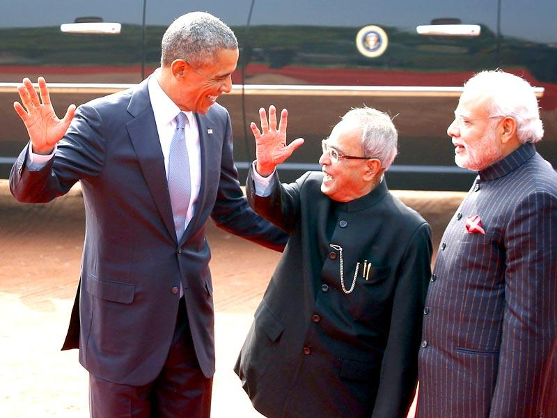 Presidents' high five: Barack Obama and Pranab Mukherjee gesture as Narendra Modi looks on, in Rashtrapati Bhavan. (Ajay Aggarwal/HT Photo)