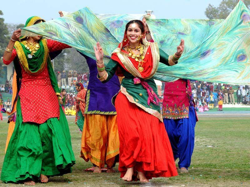 Girls performing Dance on the occassion of Republic Day.HT/Photo