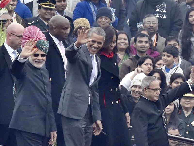 US President Barack Obama along with First Lady Michelle Obama, President of India Pranab Mukherjee and Prime Minister Narendra Modi during 66th Republic day, at Rajpath. (Sonu Mehta/HT Photo)