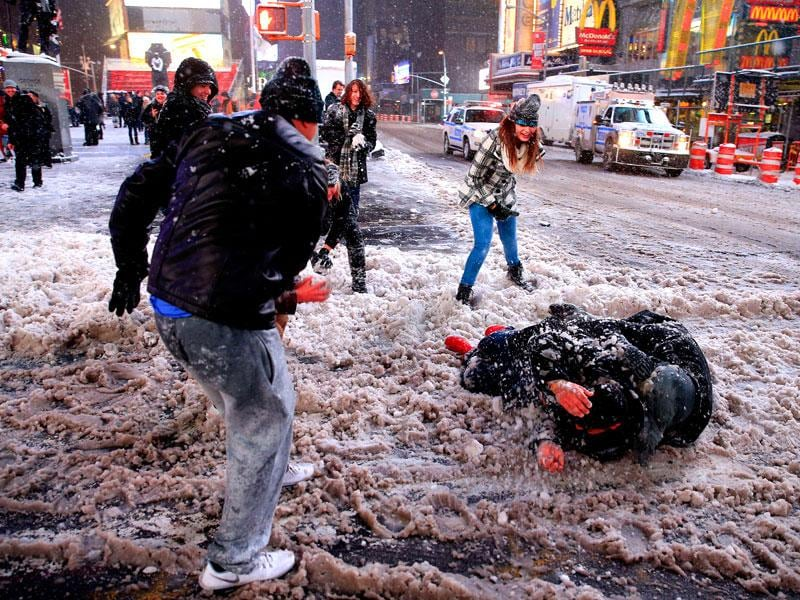 Pedestrians have a snowball fight in Times Square following a mandatory shutdown of the streets on January 26 in New York City. (AFP Photo)