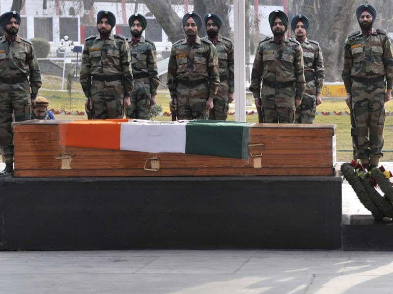Army soldiers pays tribute to Colonel Munindra Nath Rai in Srinagar on Wednesday. Waseem Andrabi/HT