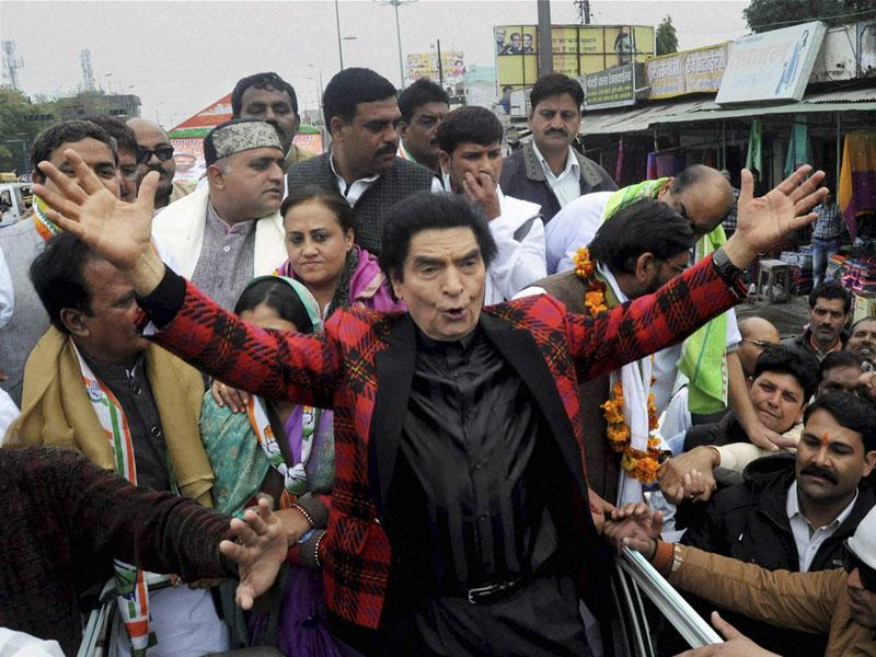 Bollywood actor Asrani campaigns for Congress mayoral candidate Kailash Mishra in Bhopal on Wednesday. (PTI photo)