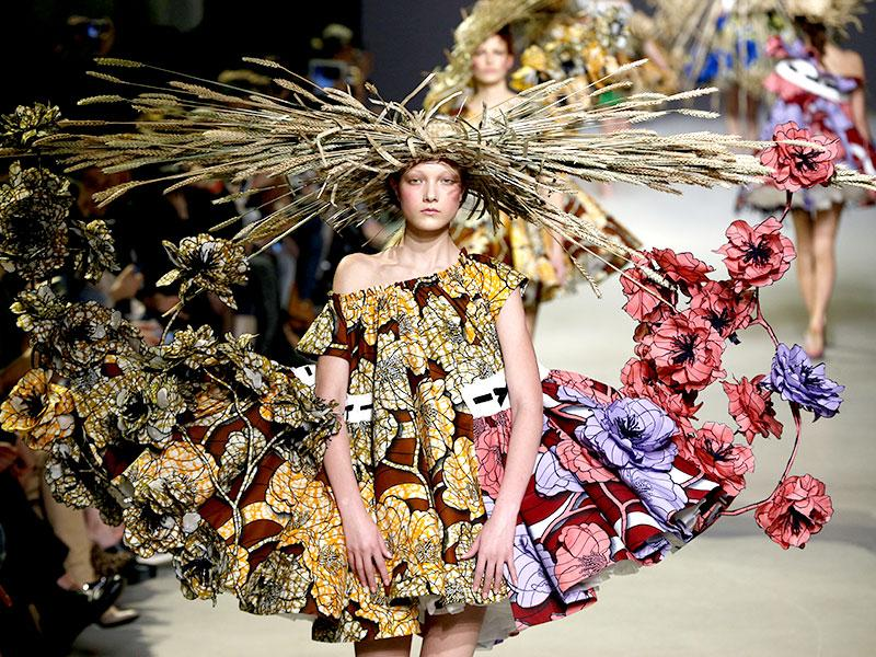 Viktor&Rolf: The Dutch design duo took the much-tapped flowering fashion trend to the max and offered beautiful