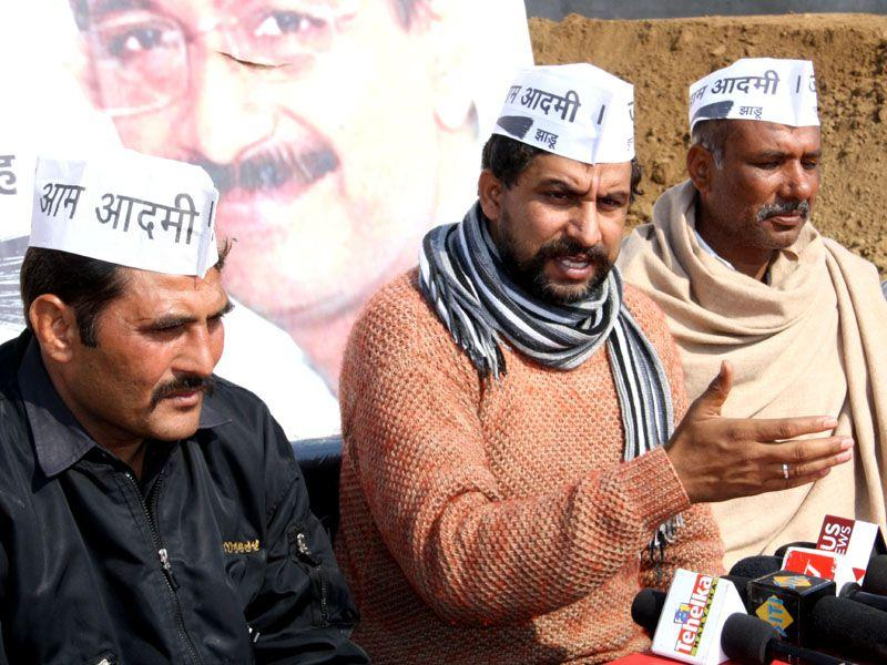 AAP national convener Naveen Jaihind addressing press conference at Rohtak on Thursday. Manoj Dhaka/HT