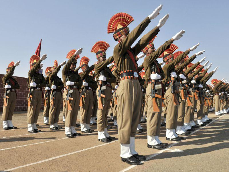 New recruits of the Border Security Force (BSF) taking oath during the passing-out-parade ceremony in Humhama. Waseem Andrabi/HT