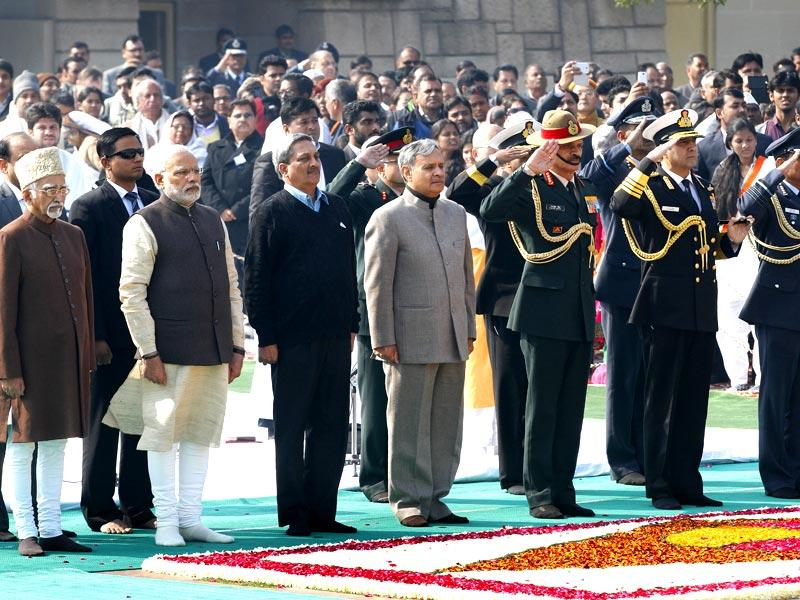 Vice President Hamid Ansari, Prime Minister Narendra Modi, defence minister Manohar Parrikar, MoS Rao Inderjeet Singh, Army, Navy and Air Force chiefs stand with other dignitaries to pay their respect at Rajghat, a memorial to Mahatma Gandhi, on his death anniversary in New Delhi. (Arvind Yadav/HT Photo)