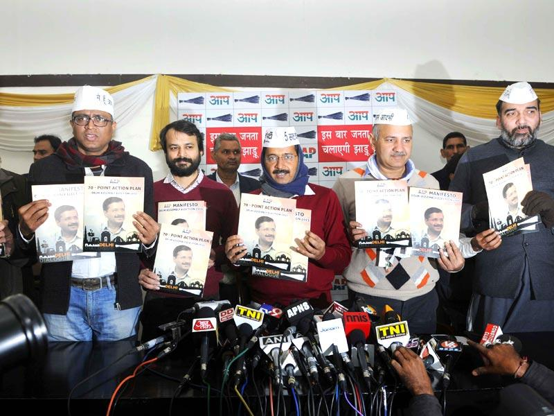 AAP's Arvind Kejriwal, along with other leaders, releases the party's manifesto for the Delhi assembly elections at Constitution Club in New Delhi. (Sushil Kumar/HT Photo)