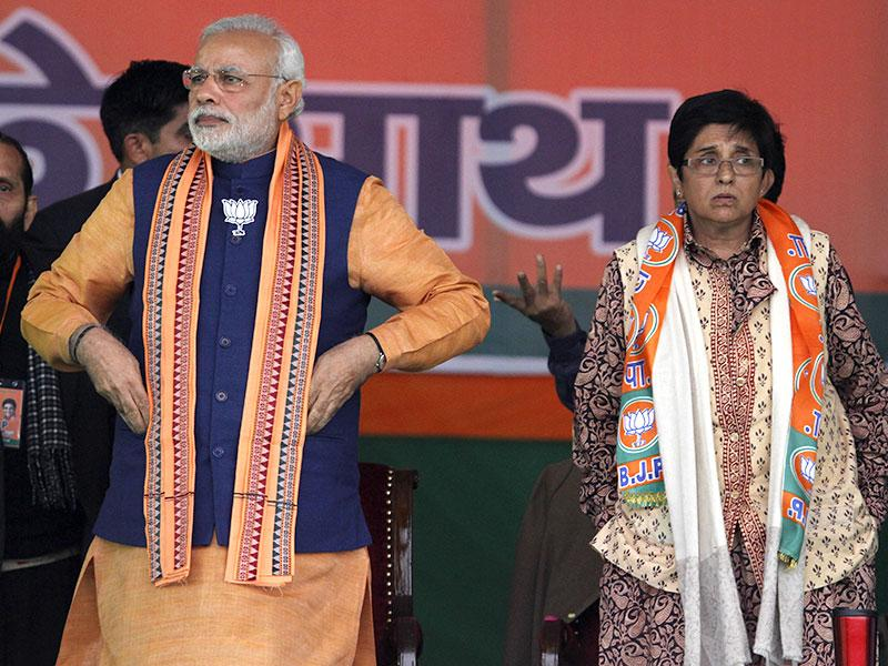Prime Minister Narendra Modi and BJP CM candidate Kiran Bedi during an election campaign rally at Dwarka in New Delhi. (HT Photo/Virendra Singh Gosain)