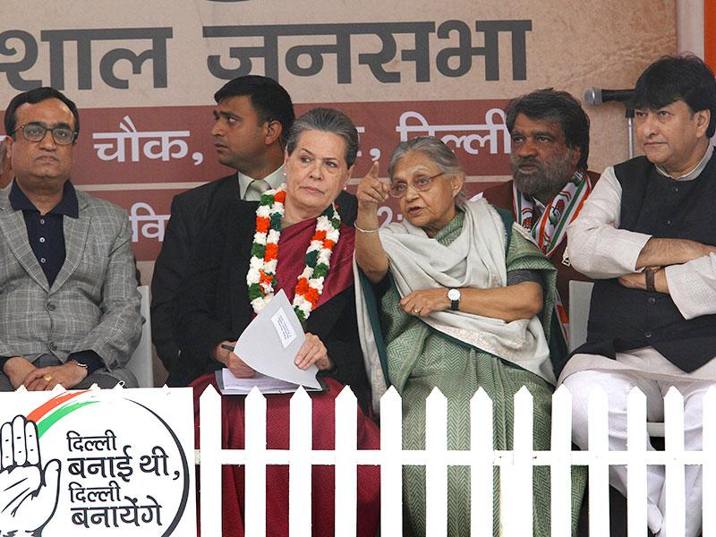 Congress President Sonia Gandhi with party leaders Ajay Maken, Sheila Dikshit, Haroon Yusuf during election rally at Meethapur near Badarpur in New Delhi. (HT Photo/Arvind Yadav)