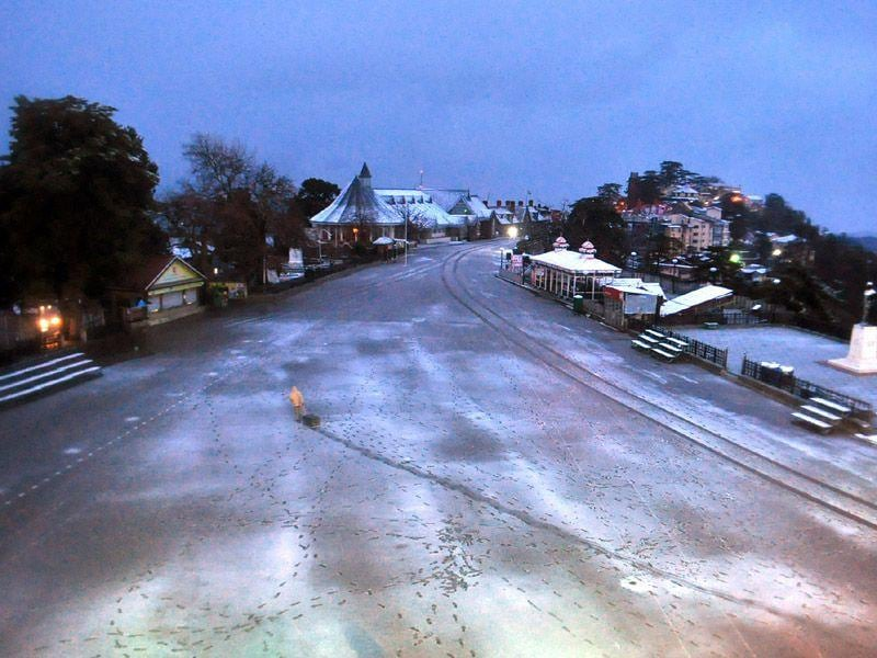 Fresh spell of snowfall at Ridge in Shimla. Santosh Rawat/HT