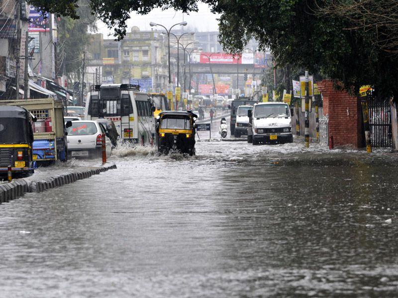 Vehicles moving through a flooded road during the rainfall in Jammu. Nitin Kanotra/HT