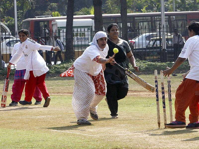 Swati Patil (in white Bandana) and Neelam Mayekar (in black salwar kameez) during the women's under-arm cricket tournament organised by Shachivalya Gymkhanna at Oval Maidan in Mumbai. (Anshuman Poyrekar/HT photo)