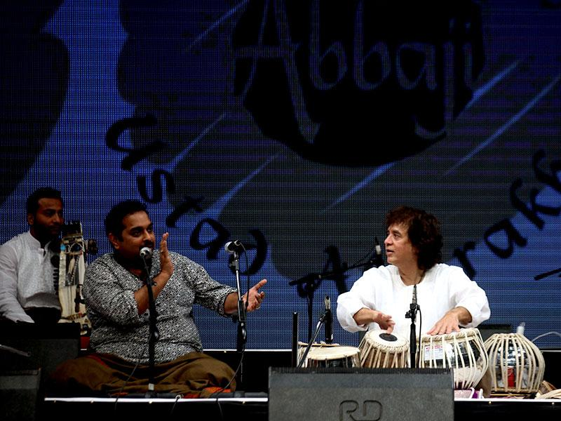 Ustad Zakir Hussain and Shankar Mahadevan paid musical tribute to Mandolin wizard U Srinivas at Shanmukhananda Hall in Mumbai. (Kunal Patil/HT photo)