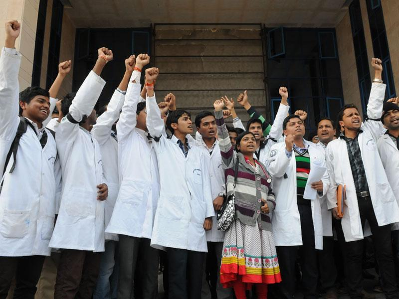 Students and resident doctors of AIIMS Bhopal stage a demonstration over termination of 38 doctors, on Tuesday. (Mujeeb Faruqui/HT photo)