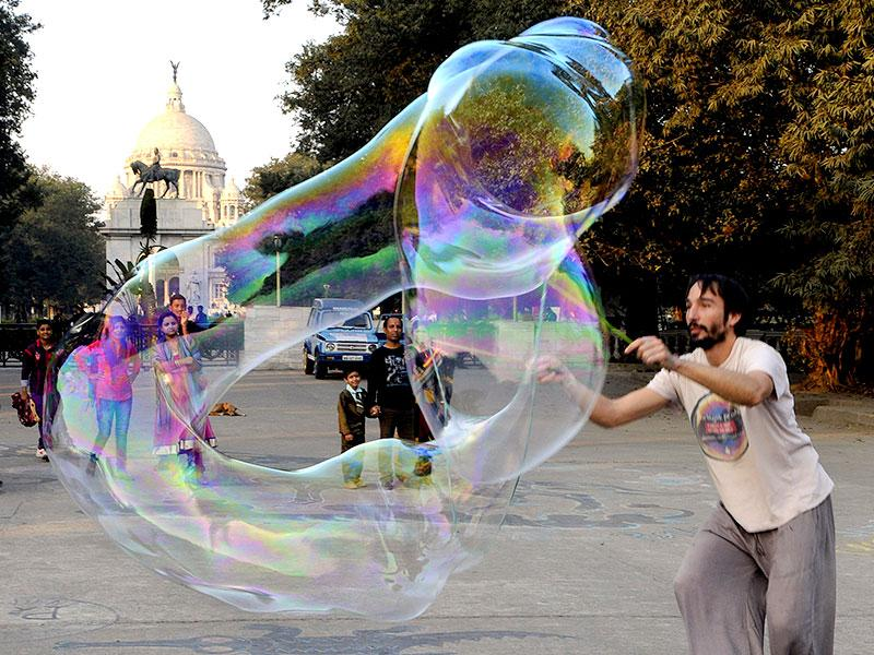Demian Zen of Argentina creates giant soap bubbles during a street show 'Bubbles and Smiles Around The World' at Victoria Memorial in Kolkata. (Subhendu Ghosh/HT Photo)